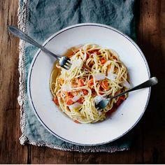 Lohicarbonara ei kermoja kaipaa. Täyteläinen maku syntyy keltuaisista ja maukkaasta juustosta.