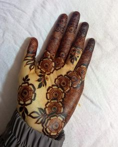 Image may contain: one or more peoplej Khafif Mehndi Design, Floral Henna Designs, Henna Art Designs, Mehndi Designs For Girls, Mehndi Designs For Beginners, Mehndi Designs 2018, Modern Mehndi Designs, Dulhan Mehndi Designs, Mehndi Design Photos