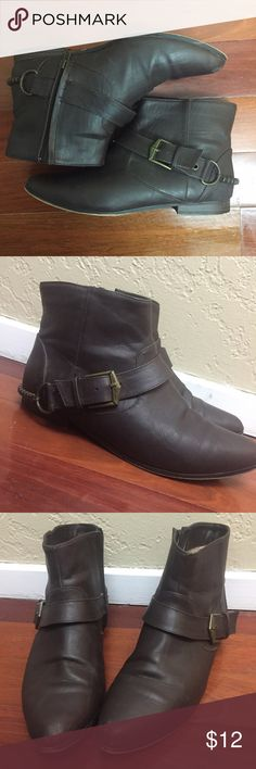 Brown Ankle Booties Forever 21 Dark brown ankle booties with bras chain on back. Zip up on inside. Only worn a few times, in great condition.  Tiny scuff marks to toe area as pictured, barely noticeable. Size 8 boho chic Forever 21 Shoes Ankle Boots & Booties