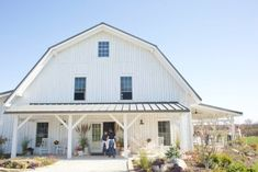 Blue Bell Farm is a Wedding Venue in Fayette, Missouri, United States. See photos and contact Blue Bell Farm for a tour. Barn House Plans, Barn Plans, Dream House Plans, Garage Plans, Metal Building Homes, Metal Homes, Building A House, Gambrel Barn, Gambrel Roof