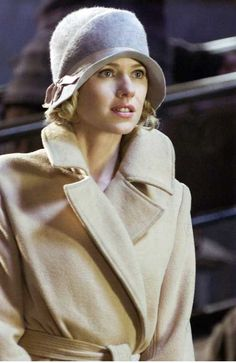 """Naomi Watts as Ann Darrow in Peter Jackson's 2005 remake of the 1933 classic""""King Kong,"""" wearing a beautiful camel coat and cloche. Description from pinterest.com. I searched for this on bing.com/images"""
