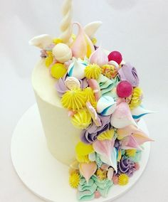 Unicorn mane! Not a front shot I know, but I loved the back of this cake as much as the front! Party rings, love hearts, meringue kisses, snowies and lollipops all adding to the fun! #unicorn #unicorncake #unicornmane #whimsical