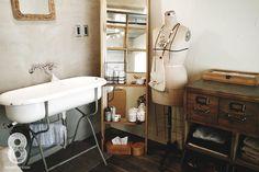 バス/トイレ事例:家事室兼洗面室(ガラス越しに望むショップのようなもうひとつの風景:マンションリノベーションK様邸)