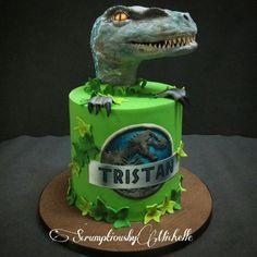 Jurassic World cake with Raptor - Cake by Michelle Chan Dinosaur Cakes For Boys, Dinosaur Birthday Cakes, The Good Dinosaur, Dinosaur Party, Park Birthday, Boy Birthday Parties, Birthday Fun, Birthday Ideas, Jurassic World Cake