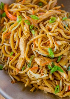 Chicken Lo Mein with chewy Chinese egg noodles, bean sprouts, chicken, bell peppers and carrots in under 30 minutes like your favorite Chinese takeout restaurant. lo mein recipe chinese food stir fry Chicken Lo Mein - Dinner, then Dessert Asian Noodle Recipes, Easy Chinese Recipes, Healthy Chinese, Healthy Asian Recipes, Takeout Restaurant, Chinese Egg, Chinese Chicken, Chinese Vegetables, Asian Cooking