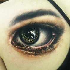 Realistic eye on shoulder blade by Johnny Smith @ Off the Map Tattoo, Easthampto. - Tattoos - Animal world Back Tattoos, Rose Tattoos, Tatoos, Crazy Tattoos, Incredible Tattoos, Beautiful Tattoos, Beautiful Body, Anime Eye Makeup, Water Lily Tattoos