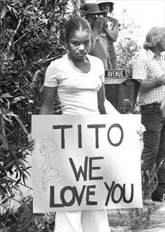 """Janet Jackson with a """"Tito We Love You Sign."""" Her expression is priceless."""