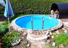 Ein kleiner, feiner Swimmingpool für einen kleinen, zauberhaften Garten. So ist die schnelle Erfrischung im Sommer für Zwischendurch gesichert ;-) #gartenpool #swimmingpool #schwimmbecken #planschbecken