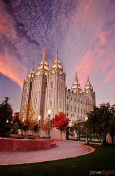 (Best of) Pictures of LDS Temples - JarvieDigital Wedding Photography Salt Lake City Temple Mormon Mormon Temples, Lds Temples, Beautiful Buildings, Beautiful Places, Beautiful Pictures, Beautiful Scenery, Amazing Places, Salt Lake City, Temple Pictures
