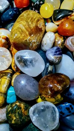 Stone Wallpaper, Wallpaper Space, Cute Wallpaper Backgrounds, Wallpaper Iphone Cute, Colorful Wallpaper, Fantastic Wallpapers, Pretty Wallpapers, Crystals And Gemstones, Stones And Crystals