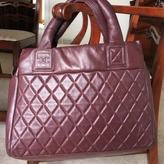 Large leather bag Beautiful leather bag, looks just like the Chanel Bags Shoulder Bags