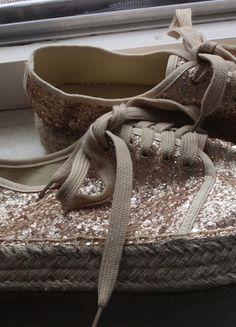 Kaufe meinen Artikel bei #Kleiderkreisel http://www.kleiderkreisel.de/damenschuhe/sonstiges/111423096-bloggercoole-neue-glitzerschuhe-rosegold-gr-39-spanien