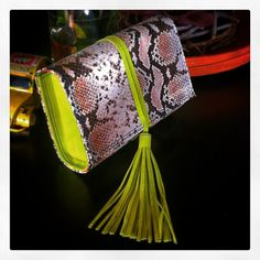 OTTO!....clutch in pelle stampa serpente  #otto #ottobag #outfitoftheday #style #theblondesalade #songofstyle #streetstyle #bag