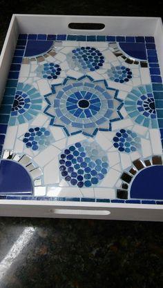 Mosaic Tray, Mosaic Pots, Mosaic Garden, Mosaic Glass, Stained Glass, Glass Art, Tile Crafts, Mosaic Crafts, Mosaic Furniture