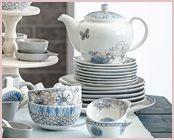 Een compleet servies met borden, een theepot, kopjes en bowls! Opvallend is de theepot met de prachtige vlinder! http://www.worldofjet.com/