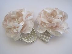 Wrist Corsage Ivory and Champagne 3 1/2 Romantic door theraggedyrose