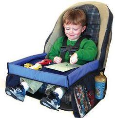 Super handig bij lange autoritten: deze Snack & Play Travel Tray autospeeltafel