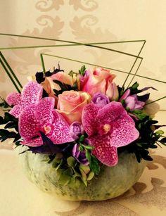 Virágzó patisson - FLEURT Virágküldés Floral Wreath, Vase, Wreaths, Flowers, Plants, Home Decor, Floral Arrangement, Floral Crown, Decoration Home