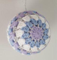 A Playful Stitch: Crochet Bauble - Free Pattern Crochet Christmas Decorations, Crochet Ornaments, Christmas Crochet Patterns, Crochet Snowflakes, Christmas Knitting, Crochet Crafts, Crochet Toys, Crochet Projects, Free Crochet