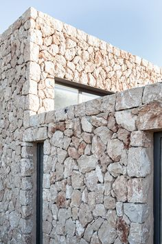 Tasked with producing a painting studio for an artist in rural Mallorca, architect Pau Munar Comas has overhauled a crumbling farmhouse and added a stone walled extension . Munar Comas, one particular of the two founders of neighborhood studio Munarq, was Stone Facade, Stone Masonry, Stone Cladding, Brick And Stone, Stone Walls, White Stone, Facade Design, Exterior Design, Painting Studio