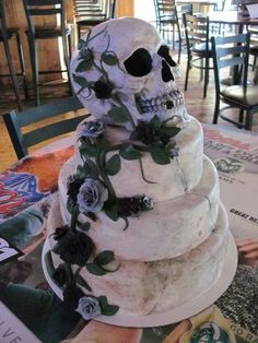 Tag a friend that needs to see! Skull Wedding Cakes, Gothic Wedding Cake, Gothic Cake, Pirate Wedding, Skull Cakes, Halloween Torte, Bolo Halloween, Halloween Wedding Cakes, Beautiful Cakes