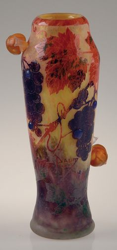 DAUM NANCY A rare cameo glass vase acid-etched with bunches of grapes, vine leaves and applied snails. Signed «Daum Nancy France». Circa 1900-1905. H : 10 ¼ in