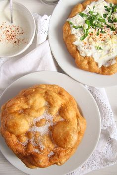 Crispy Hungarian fried bread – Langos recipe - topped with garlic sour cream and grated cheese or simply sprinkled with sugar. Austrian Recipes, Croatian Recipes, Hungarian Recipes, Austrian Food, Hungarian Cuisine, Hungarian Food, Hungarian Cake, Fried Bread Recipe, Fast Food