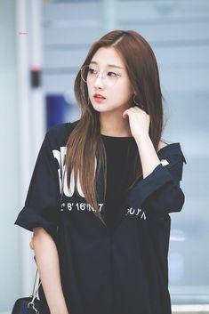 Kpop Girl Groups, Korean Girl Groups, Kpop Girls, Korean Beauty, Asian Beauty, Yein Lovelyz, Ulzzang Korean Girl, Cute Korean, Soyeon