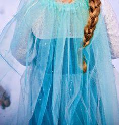 Costume Crafty: How to make a Princess Elsa cape no sew Disney Frozen Elsa Halloween Costume, Frozen Costume, Homemade Halloween Costumes, Diy Costumes, Halloween Crafts, Frozen Halloween, Holiday Crafts, Costume Ideas, Queen Elsa