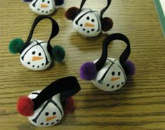 Bell crafts ideas for kids and adults. Jingle bell crafts for Christmas. Bell craft project for making ornaments, wreaths, garlands, trees, chimes, pillows, door hangers, elves, wedding kiss bells,