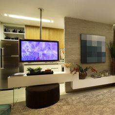 O suporte rotativo para TV permite assistir a TV na sala ou na cozinha!