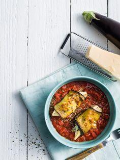Ovenschotel met auberginerolletjes met mascarpone en kipfilet in tomatensaus Health Tips, Foodies, Curry, Meat, Ethnic Recipes, Stewed Chicken, Chicken Breasts, Pepper, Poultry