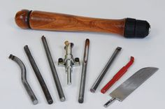 Woodworking Weekend Projects - Make a quick-change handle Oct2015 Ken Haines show you how to turn your own interchangeable tool handle which serves to accommodate a plethora of unhandled tools . #woodturning  #lathe #freewoodworkingplans diagram #DIYtools #woodworking #howto #turnedhandle http://www.woodworkersinstitute.com/page.asp?p=13686