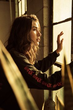 Movie-like portrait of a girl looking out a window Female Character Inspiration, Story Inspiration, Writing Inspiration, Girls Characters, Female Characters, Tmblr Girl, Robert Doisneau, Foto Art, Foto Pose