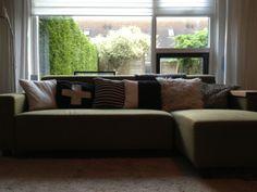 2013 Couch #Leenbakker, Pillows #DIY #knit and #crochet and #Woonexpress