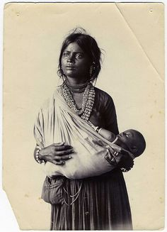 Old and Vintage Photographs of Beautiful India - Indian Mother And Child Native American Women, Native American History, American Indians, Cultures Du Monde, World Cultures, We Are The World, People Of The World, Vintage India, Mothers Love