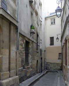 Paris 6e - Impasse de Nevers et vestiges de l'enceinte de Philippe Auguste .