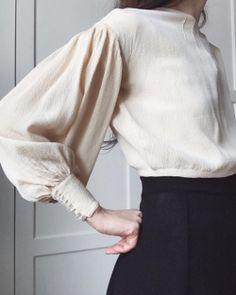 Minimalist Fashion - My Minimalist Living Mode Outfits, Fashion Outfits, Womens Fashion, Fashion Tips, Fashion Quotes, Fashion Details, Look Fashion, Fashion Design, Feminine Fashion