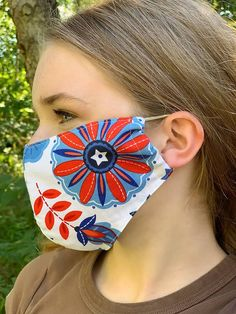 How to Make a DIY Fabric Face Mask   Sewing   Be Brave and Bloom Diy Clothes Projects, Diy Sewing Projects, Arts And Crafts Projects, Sewing Hacks, Sewing Tutorials, Sewing Patterns Free, Fabric Patterns, Art Supplies Storage, Things To Do At Home