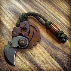 "@KnifeEDC บน Instagram: "" #sergeknives #sergepanchenko #coinclaw #bead #copper #knives #knifetography #knifeaddict #knifelife #knifepics #knifeporn #knifenuts #knifestagram #knifecommunity #knifefanatics #knifecollection #knifephotography #knifeobsession #customknives #bladeporn #knifegasm #usnstagram #usn"""