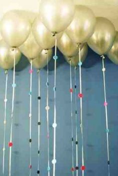 New Years Eve Party Ideas! Fancy balloon strings | http://diyready.com/20-new-years-eve-party-ideas-new-years-eve-ideas/