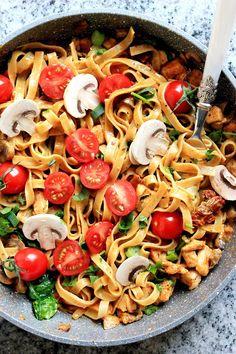 Mozzarella, Pasta Salad, Ethnic Recipes, Food, Crab Pasta Salad, Meal, Eten, Cold Noodle Salads, Meals
