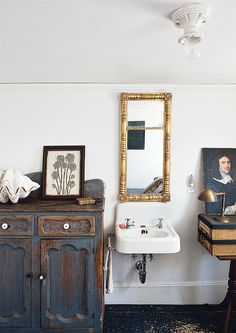 Lovely antiques in the bathroom. at home with john derian / sfgirlbybay Interior, Vintage Bathroom, Home Decor, House Interior, French Country Bathroom, Modern Bathroom, Bathrooms Remodel, Bathroom Decor, Bathroom Inspiration