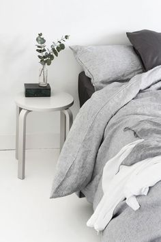 Our bedroom: a slow morning | MyDubio minimal, minimalist, home decor, interior, home inspo