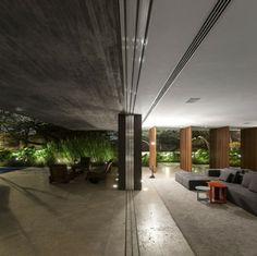 Wohnbereich blickt zum Garten - Glassschiebetüren verbinden innen und außen