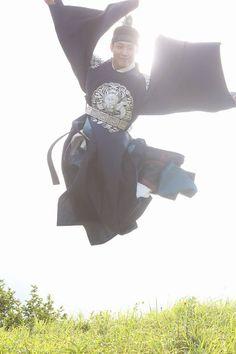 세자 씐남.  #박보검 #구르미그린달빛 #구르미 < 출처 : 디시 구르미갤러리 >