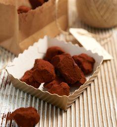 Rezept für Nougat-Schoko-Konfekt bei Essen und Trinken. Und weitere Rezepte in den Kategorien Gewürze, Milch + Milchprodukte, Nüsse, Konfekt / Süßware, Einfach, Gut vorzubereiten.