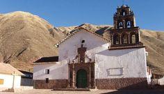 """IGLESIA EL HUARO - Cusco, Perú """" Fue construido entre el siglo XVII y el siglo XVIII. Su estructura está conformada por una planta clásica de una sola nave, fachada del primitivismo clásico con decoraciones nativas, techo de palos armados en doble vertiente. """""""