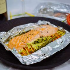 Salmon papillote and summer vegetables 1 Calamari Recipes, Convenience Food, Salmon Recipes, Eating Habits, Fresh Rolls, Meal Prep, Seafood, Paleo, Food And Drink