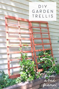 What a clever way to reuse a BED FRAME! This DIY garden trellis turned trash into treasure with a little paint and a clever reuse of materials. What a clever way to Diy Trellis, Garden Trellis, Wood Trellis, Trellis Ideas, Diy Projects To Try, Garden Projects, Rustic Outdoor Decor, Outdoor Ideas, Outdoor Spaces